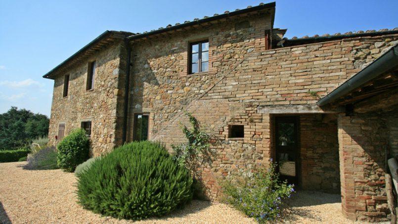 Stone farmhouse Villa Montebello Tuscany Montalcinello 47