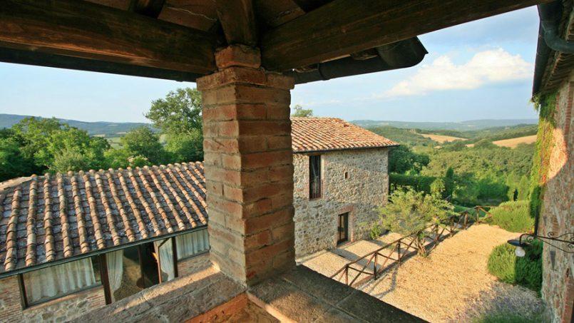 Stone farmhouse Villa Montebello Tuscany Montalcinello 60