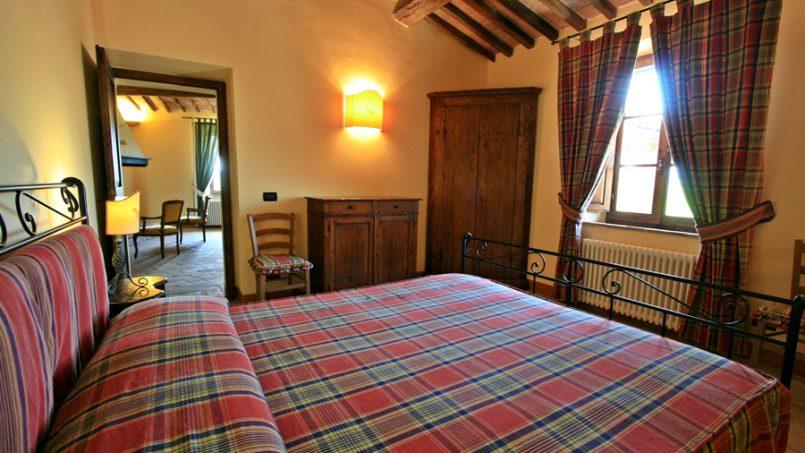 Stone farmhouse Villa Montebello Tuscany Montalcinello 96