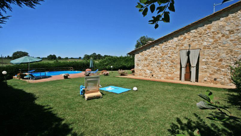 Stone built Villa Casavico Tuscany Siena 14