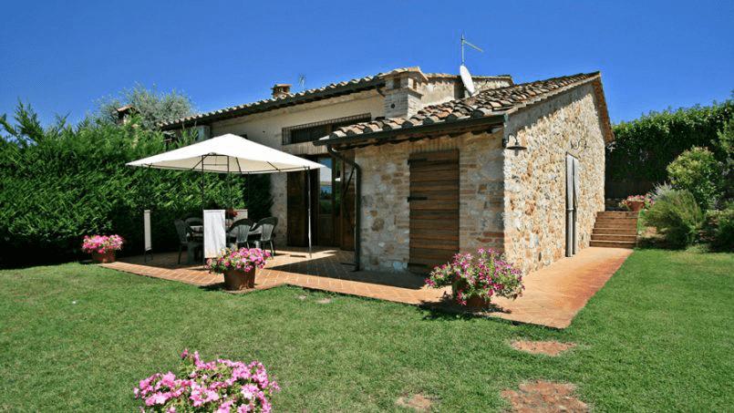 Stone built Villa Casavico Tuscany Siena 2