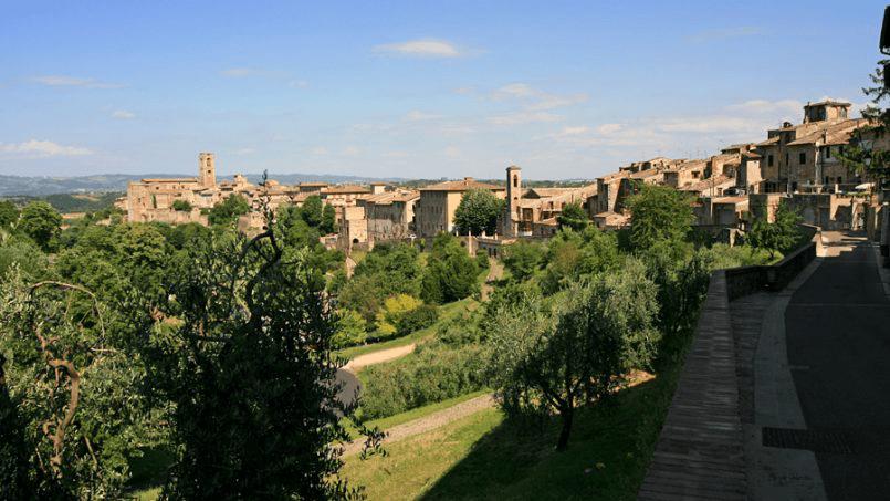 Stone built Villa Casavico Tuscany Siena 20C
