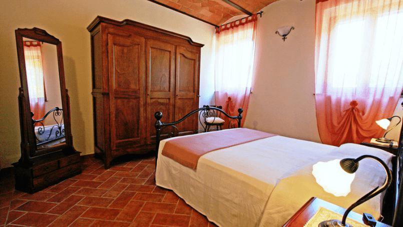 Stone built Villa Casavico Tuscany Siena 26