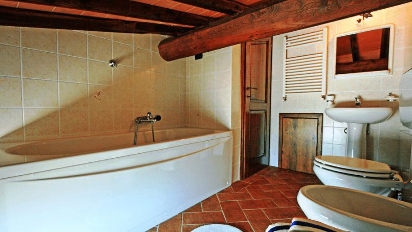 Stone built Villa Casavico Tuscany Siena 31