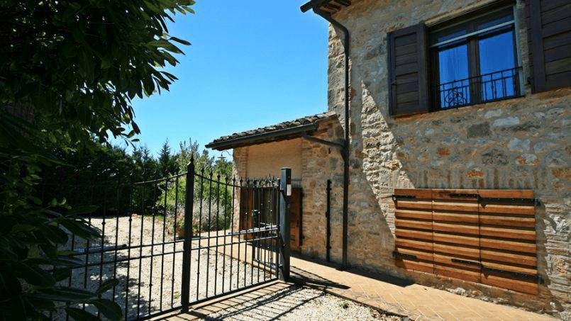 Stone built Villa Casavico Tuscany Siena 4