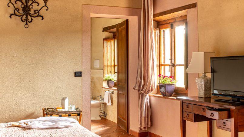 Built in stone house Villa Giovanna Tuscany Bucine 8