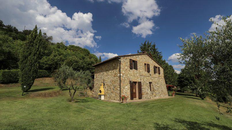 Hillside stone built La Ripa Tuscany Belforte 13